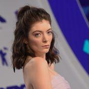 Lorde secrètement fiancée à Justin Warren ? La bague qui sème le doute