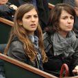 Zabou Breitman et sa fille à Roland-Garros, le 6 juin 2009 pour la finale femmes opposant les russes Svetlana Kuznetsova et Dinara Safina.