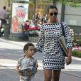 Solange Knowles et son fils Daniel, Jules Smith Jr. se promènent à Hollywood le 7 juin 2009