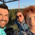 """Véronique Genest et Laurent Ournac sur le tournage de """"Camping Paradis"""" pour TF1, le 28 mars 2019."""