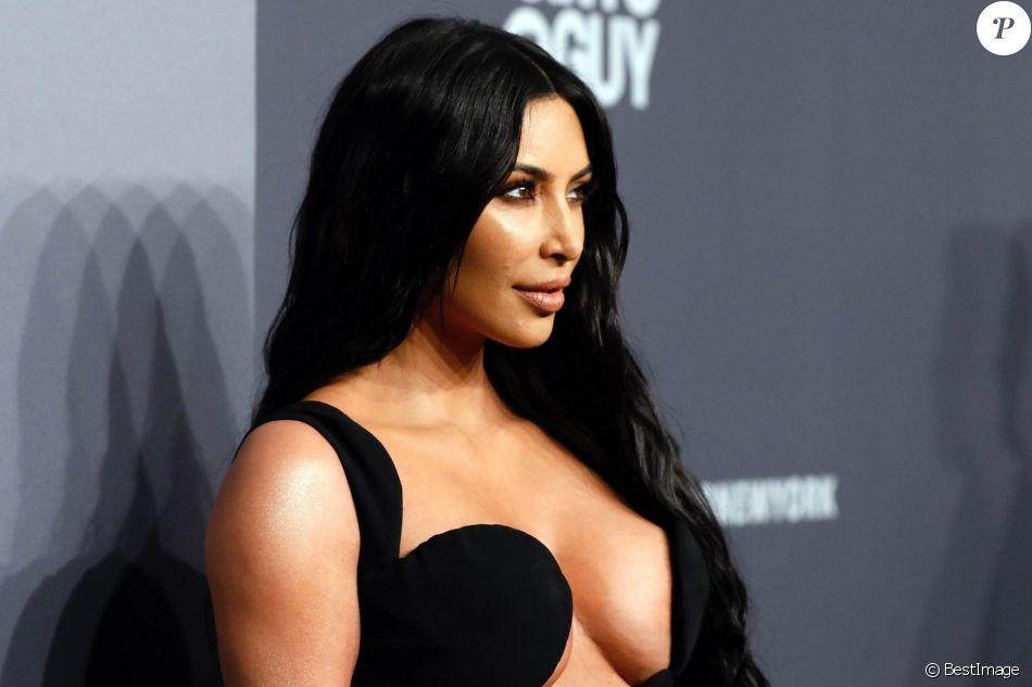 """Kim Kardashian au photocall de la 21e édition du """"amfAR Gala"""" au profit de la recherche contre le SIDA au Cipriani, Wall, à New York, le 6 février 2019."""