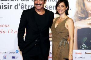 Nathalie Péchalat s'amuse avec sa fille Jeanne, Jean Dujardin très loin d'elles