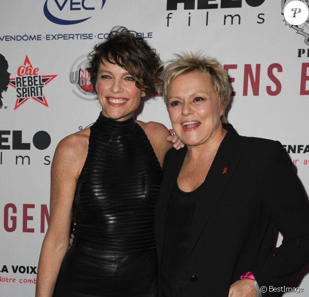 """Anne Le Nen et sa compagne Muriel Robin - Avant-première du film """"Des gens bien"""" au cinéma Gaumont-Opéra à Paris le 2 avril 2019. © Coadic Guirec/Bestimage"""