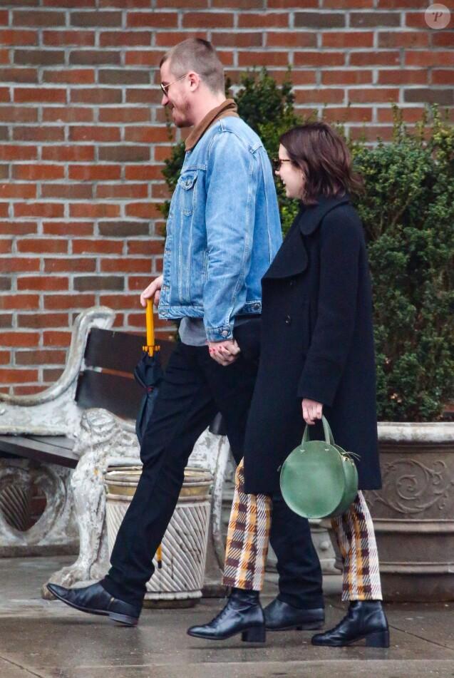 Exclusif - Emma Roberts et son nouveau compagnon Garrett Hedlund se promènent dans les rues de New York puis se rendent dans un hôtel le 31 mars 2019.