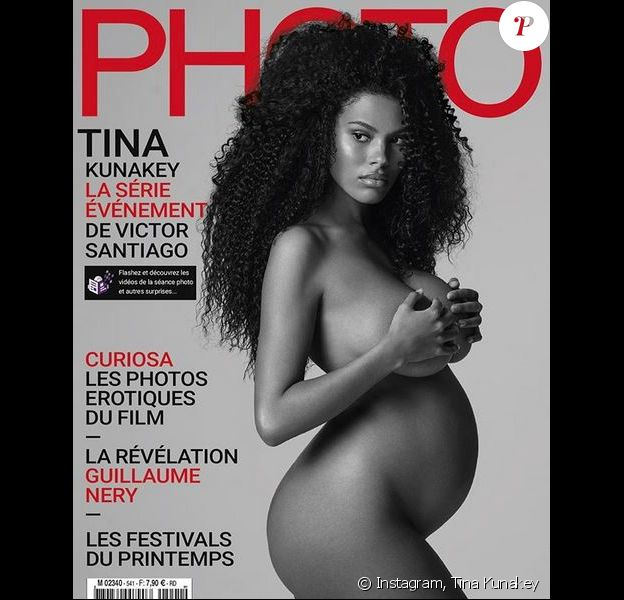 Tina Kunakey, enceinte et nue, en couverture du magazine Photo. Photo par Victor Santiago.