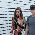 Gigi Hadid en compagnie d'amis au festival de musique et d'arts de la vallée de Coachella dans le désert à Bermuda Dunes Le 13 avril 2019.