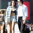 Brooklyn Beckham et sa compagne Hana Cross au festival de musique et d'arts de la vallée de Coachella dans le désert à Bermuda Dunes Le 12 avril 2019.