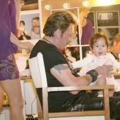 Johnny Hallyday : une étape de plus sur sa tournée...  le baptême de la petite Joy !
