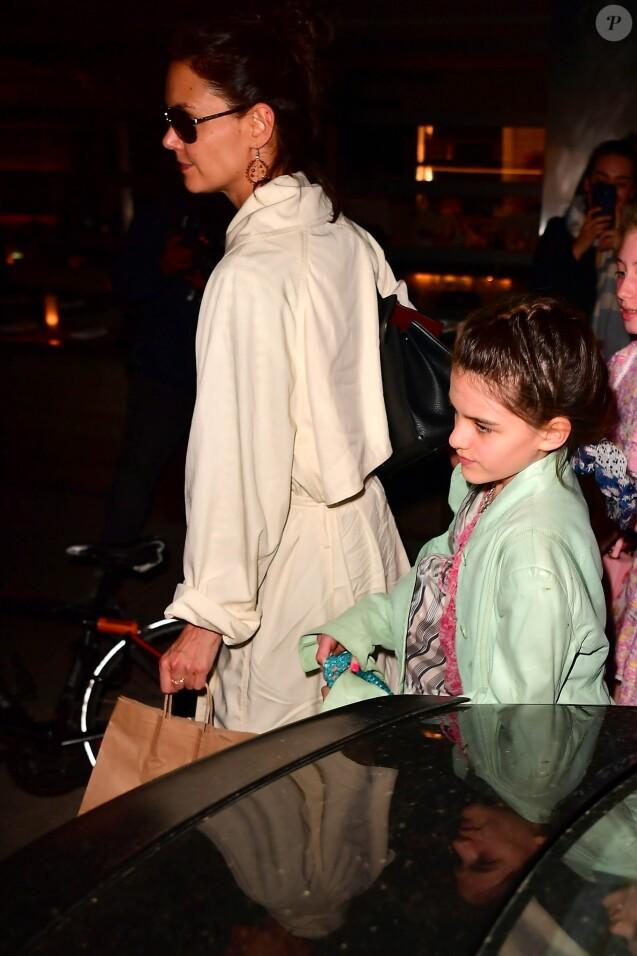 Suri Cruise est allée fêter son anniversaire (13 ans) avec des amies et sa mère Katie Holmes au restaurant Delicatessen à New York. Le 18 avril 2019