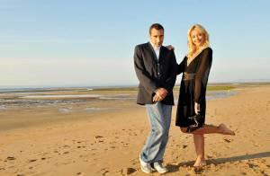 Hélène de Fougerolles et Zinedine Soualem à la plage : un couple glamour, drôle, magnifique... En un mot : romantique !