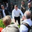 Le président de la république Emmanuel Macron, arrivé samedi soir au Touquet est sorti de sa villa et a pris un bain de foule dimanche midi saluant de nombreux passants avant de se rendre à un déjeuner en famille. Le Touquet le 21 Avril 2019.