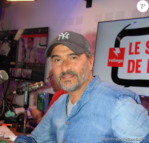 """Exclusif - Daniel Lévi annonce qu'il est atteint d'un cancer lors de l'émission """"Le Show de Luxe"""" sur la Radio Voltage à Paris, France, le 23 avril 2019. © Philippe Baldini/Bestimage"""