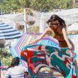 Emily Ratajkowski et des amies profitent d'un après-midi ensoleillée sur la plage de Malibu, à Los Angeles. Le 23 avril 2019.