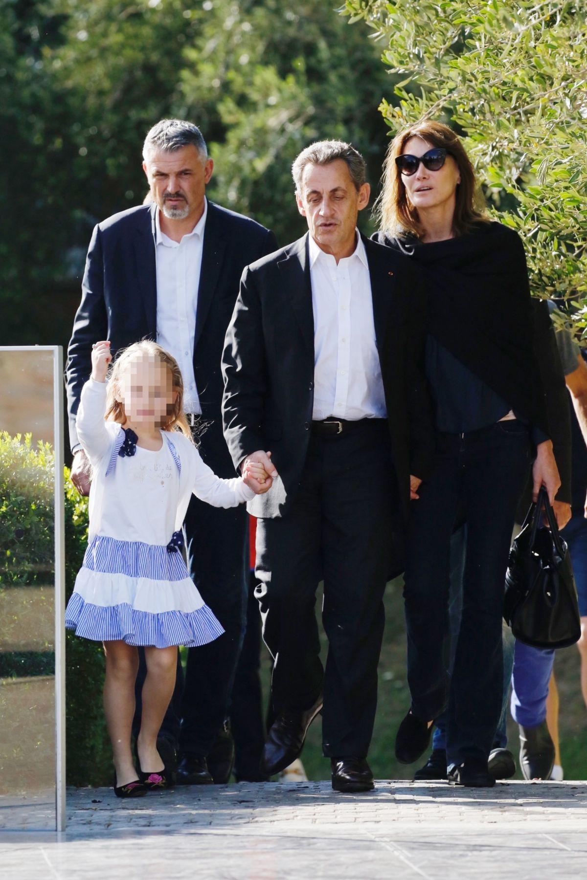 Carla Bruni Moments Complices Entre Giulia Et Son Papa Nicolas Sarkozy Purepeople