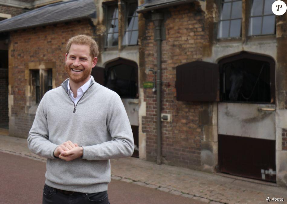 Le prince Harry, duc de Sussex, annonce à la presse le 6 mai 2019 à Windsor la naissance de son fils, son premier enfant avec Meghan Markle, venu au monde à 5h26 le même jour.