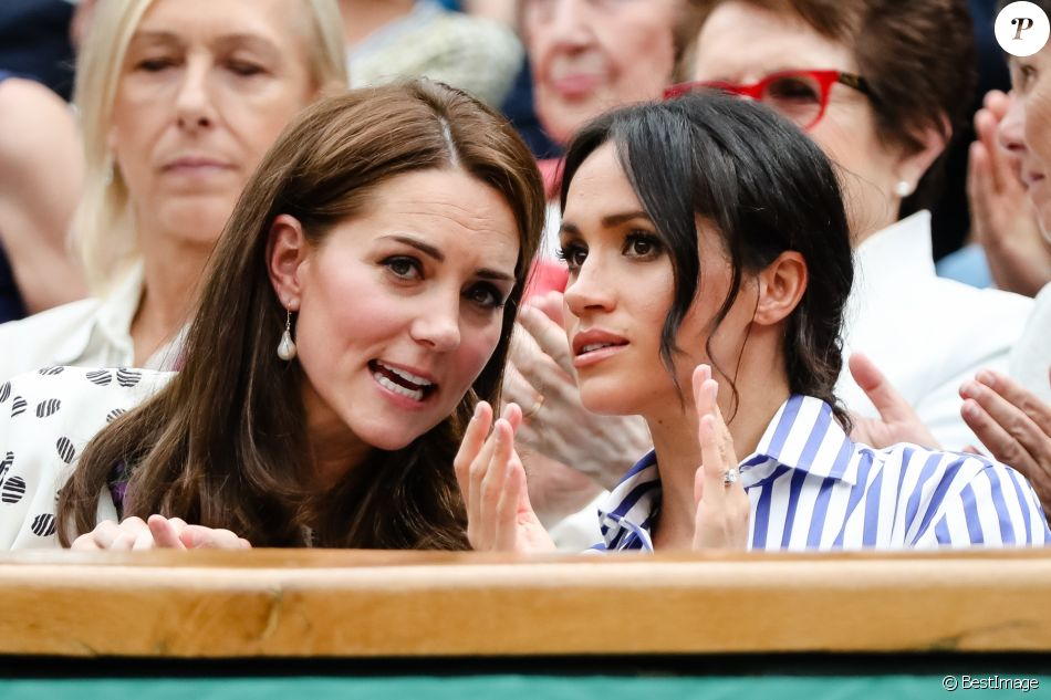 "Catherine (Kate) Middleton, duchesse de Cambridge et Meghan Markle, duchesse de Sussex assistent au match de tennis Nadal contre Djokovic lors du tournoi de Wimbledon ""The Championships"" le 14 juillet 2018."