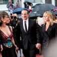 """Jean Dujardin et Mathilde Seigner - Montée des marches du film """"Les plus belles années d'une vie"""" lors du 72ème Festival International du Film de Cannes. Le 18 mai 2019 © Jacovides-Moreau / Bestimage"""