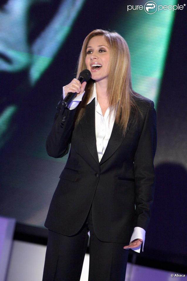 http://static1.purepeople.com/articles/4/33/69/4/@/233130-lara-fabian-637x0-2.jpg