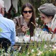 Brooklyn Beckham et sa compagne Hana Cross prennent un verre assis en terrasse lors du 72ème Festival International du Film de Cannes, France, le 22 mai 2019.