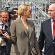 Le prince Albert II de Monaco et la princesse Charlene dans les paddocks lors des essais du 77 ème Grand Prix de Formule 1 de Monaco le 25 Mai 2019. Imago / Panoramic / Bestimage