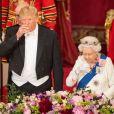 Donald Trump avec la reine Elizabeth II dans la salle de bal au palais de Buckingham à Londres le 3 juin 2019, lors du dîner officiel donné par la monarque à l'occasion de la visite officielle du président américain en Grande-Bretagne.