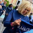 La première dame Brigitte Macron - Le président de la République et sa femme au Centre national de Football de Clairefontaine pour déjeuner avec l'équipe de France féminine le 4 juin 2019. © Pierre Perusseau / Bestimage