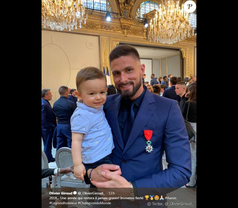Olivier Giroud et son fils Aaron à l'Elysée pour recevoir la légion d'honneur des mains d'Emmanuel Macron. Twitter, le 4 juin 2019.