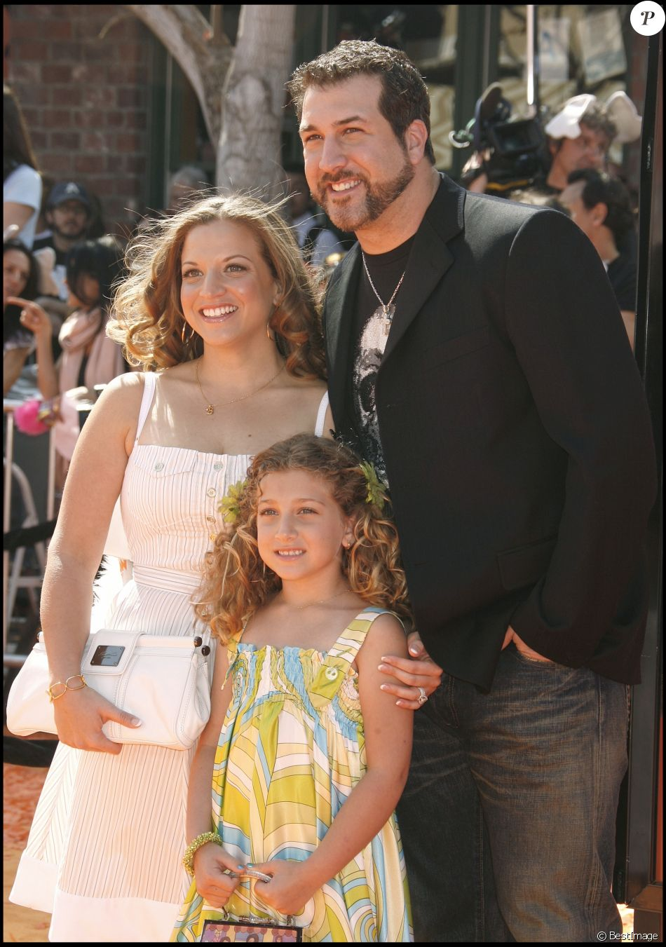 "JOEY FATONE, SA FEMME KELLY ET LEUR FILLE BRIAHNA - PREMIERE DU FILM ""HORTON HEARS A WHO!"" AU MANN VILLAGE THEATRE DE LOS ANGELES ""HORTON HEARS A WHO!"" 08/03/2008 - Los Angeles"