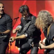 Nikos Aliagas : la guest star déchaînée du concert de... Roch Voisine ! Une belle complicité, très explosive ! Regardez !