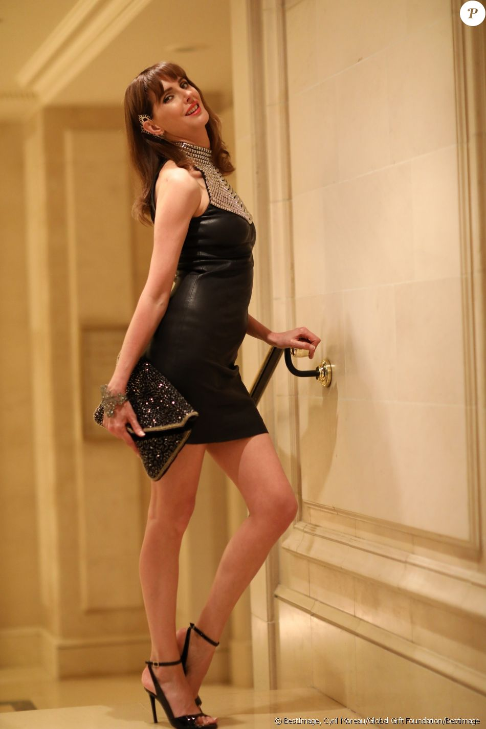 "Exclusif - Frédérique Bel (habillée par Jean-Claude Jitrois, pochette Antik Batik, chaussures Ernest) au cocktail de la 10ème édition du ""Global Gift Gala"" à l'hôtel Four Seasons George V à Paris, le 3 juin 2019. © Cyril Moreau/Global Gift Foundation/Bestimage"