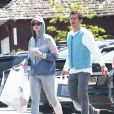 Exclusif - Katy Perry est allée faire du shopping avec son fiancé Orlando Bloom et son père Keith Hudson à Los Angeles. Katy semble vouloir rester discrète et arbore un sweat à capuche et des lunettes de soleil. Le 17 mai 2019  For germany call for price Exclusive - Songstress Katy Perry tries to stay lowkey as she steps out with fiance Orlando Bloom, and his father for a shopping trip to a Los Angeles country market. Katy dressed down for the occasion stepping out in a windbreaker and grey leggings. 17th may 201917/05/2019 - Los Angeles
