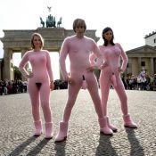 """Brüno et ses amis s'exhibent entièrement """"nus""""... dans les rues de Berlin ! Il est fou, provocant... mais génial !"""