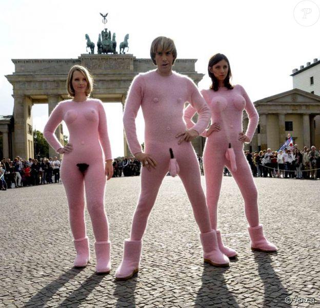 """Sacha Baron Cohen, nu comme un verre (poilu), lors de l'avant-première allemande de """"Brüno"""", à Berlin, le 21 juin 2009 !"""