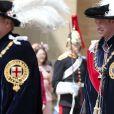 """Le prince William et le prince Charles le 17 juin 2019 au château de Windsor lors des cérémonies de l'ordre de la Jarretière, qui compte le roi Felipe VI d'Espagne et le roi Willem-Alexander des Pays-Bas comme nouveaux chevaliers """"étrangers"""" (surnuméraires)."""