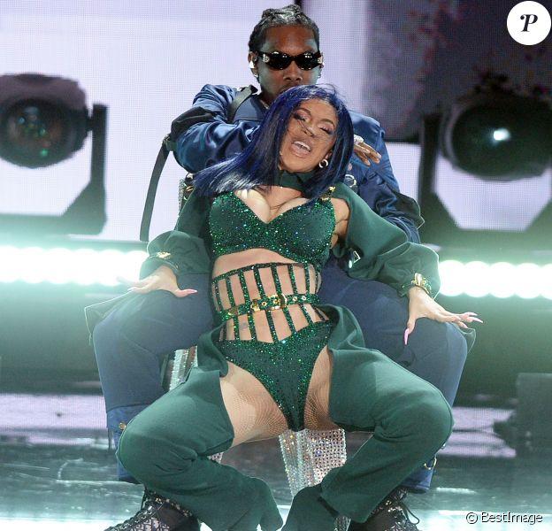 """Cardi B et son mari Offset sur scène lors de la 7ème cérémonie des """"BET Awards"""" au Staples Center à Los Angeles, le 23 juin 2019."""