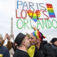 Hommage aux victimes du massacre du Pulse à Orlando sur le parvis du Trocadéro à Paris, le 13 juin 2016. © Pierre Perusseau/Bestimage