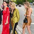 Cara Delevingne et sa petite amie Ashley Benson - Les invités de Zoe Kravitz et de son mari Karl Glusman arrivent au restaurant Lapérouse à Paris pour leur Pre Wedding Party le 28 juin 2019.