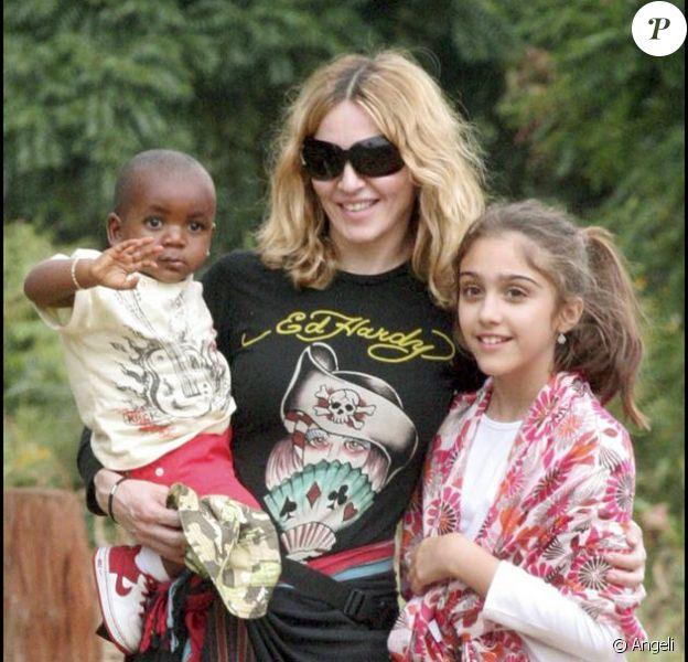 Madonna, Lourdes et David au Malawi en 2007