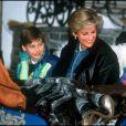 Lady Diana avec les princes William et Harry en 1993 à Lech dans les Alpes autrichiennes.