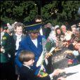 Le prince William avec sa mère Lady Diana en mars 1991 à Cardiff, son premier déplacement officiel.