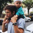 Hugo Philip avec son fils Marlon sur les épaules, Instagram, le 2 juin 2019
