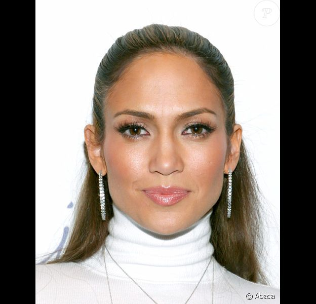 Jennifer Lopez présente à New-York sa collection Sweetface en février 2004