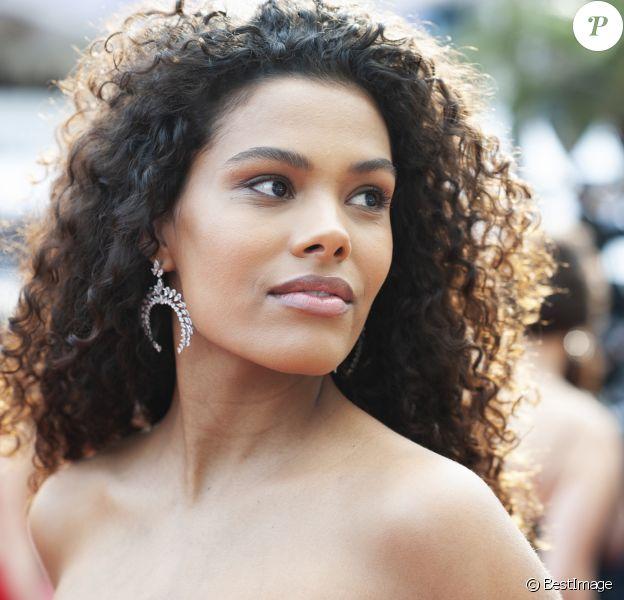 """Tina Kunakey - Montée des marches du film """"Les Misérables"""" lors du 72ème Festival International du Film de Cannes. Le 15 mai 2019"""