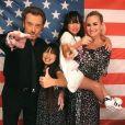 Laeticia Hallyday partage des instants en famille avec ses filles Jade (14 ans), Joy (10 ans) et son mari Johnny Hallyday sur son compte Instagram.