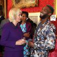Camilla Parker Bowles, duchesse de Cornouailles et Tinie Tempah lors d'une réception au palais Saint James à Londres avant leur départ pour la Gambie, le Ghana et le Nigeria. Le 24 octobre 2018.