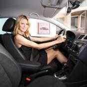 Heidi Klum enceinte continue à travailler ! Elle s'installe derrière le volant... c'est diablement sexy !