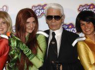 Karl Lagerfeld pose avec des mannequins affreusement habillés... Aurait-il perdu son bon goût ?