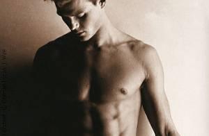 Josh Duhamel, le mari de Fergie, pose complètement nu... et ne regrette rien ! Regardez, il est très beau !