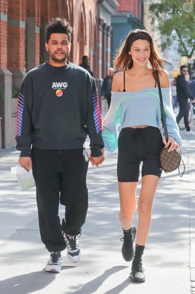 Bella Hadid et son compagnon The Weeknd se baladent main dans la main dans les rues de New York, le 1er novembre 2018