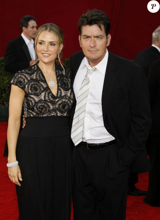 Brooke Mueller et Charlie Sheen - Arrivée aux 61e Emmy Awards, Los Angeles, le 20 septembre 2009.